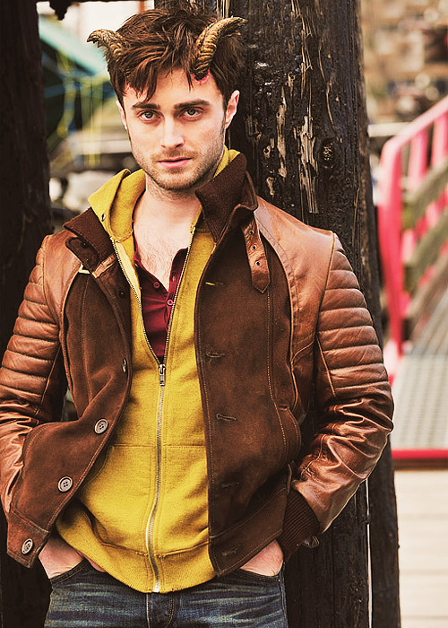 daniel-radcliffe-reveals-his-horns-in-horns02