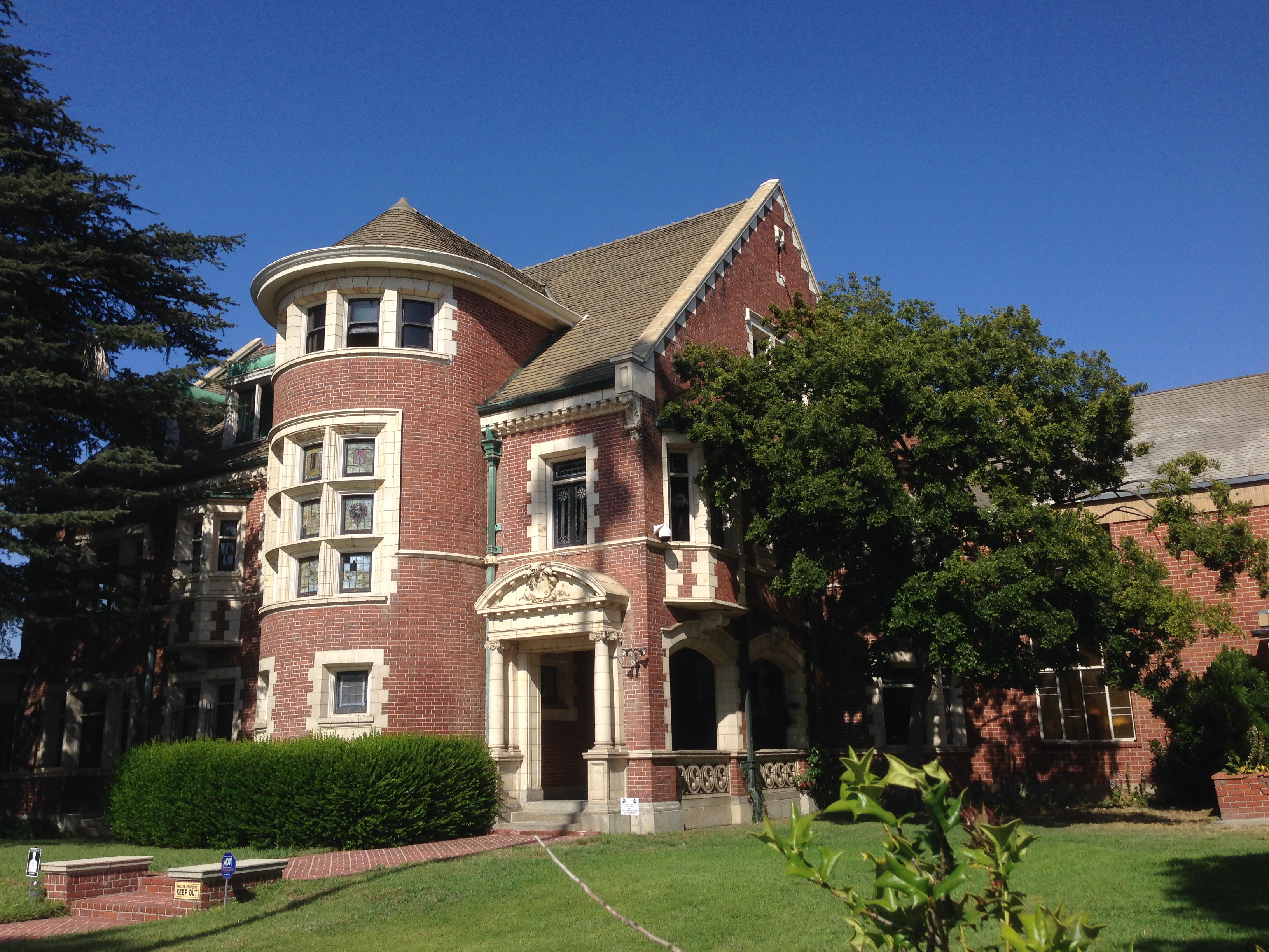 Next stop on the tour murder house killer kalyn for Murder house for sale american horror story